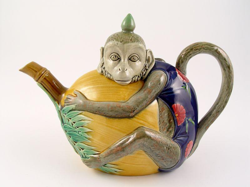 G775 Minton Majolica tea pot