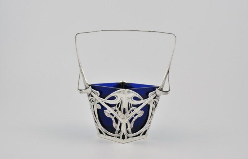 Art Nouveau basket 1